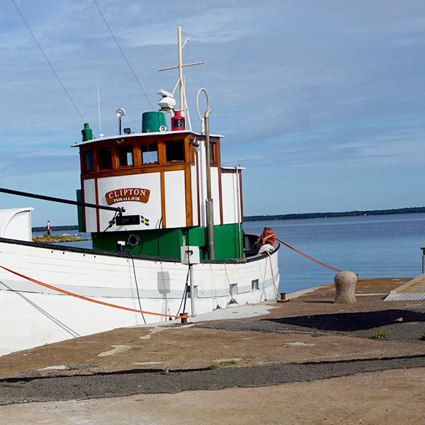 Fiskebåt i Påskallaviks hamn